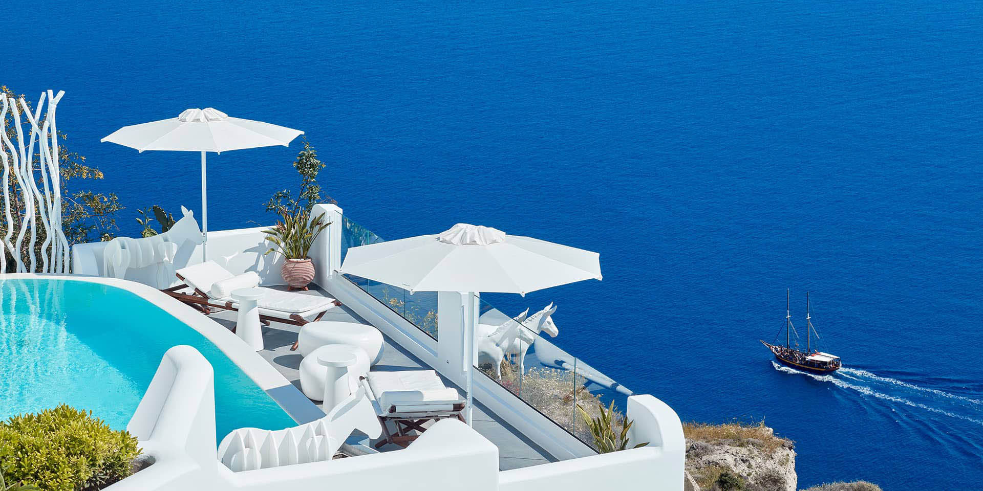 Canaves Oia Sunday Suites & Individual Transfer
